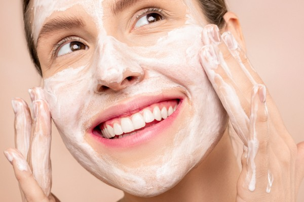 woman-with-white-cream-on-face-3762461